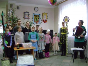 Воспитанники воскресных школ г. Мосальска поздравляли проживающих дома- интерната с рождеством.